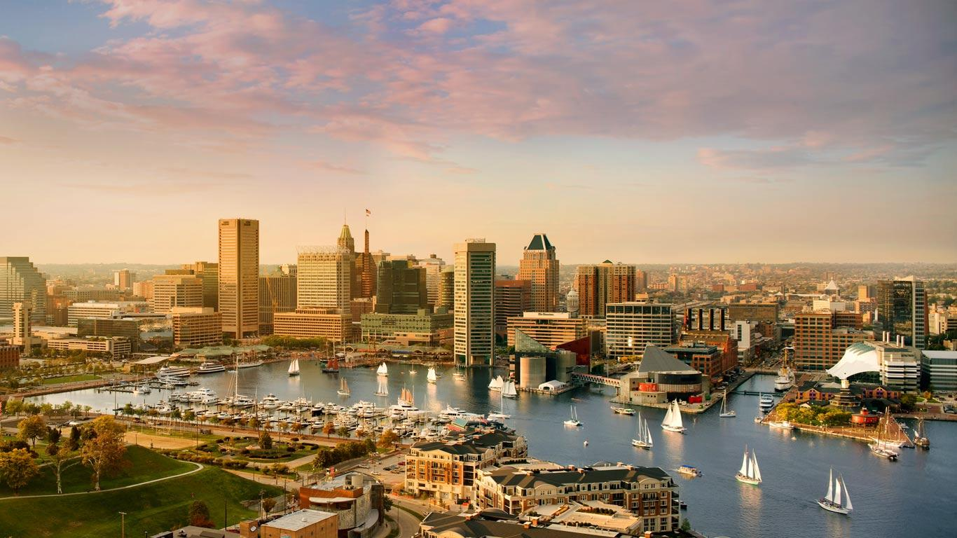 Baltimore skyline and Inner Harbor, Maryland (© Greg Pease/Getty Images)(Bing Canada)